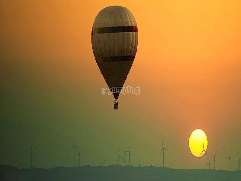 Volo in mongolfiera al tramonto