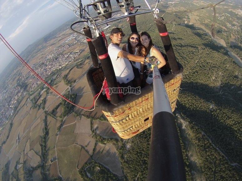 从气球-999采取自拍-气球降落在外地