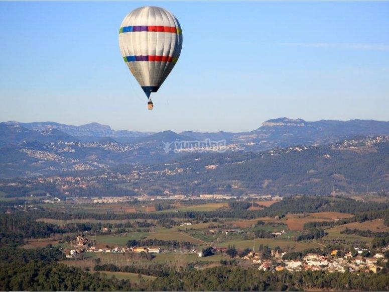 蒙塞尼上空的气球