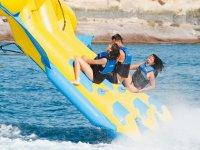 飞鱼和水上摩托艇跳伞