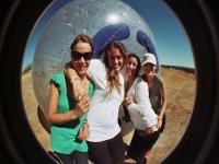 球在雪地照片业务的呼叫太空球