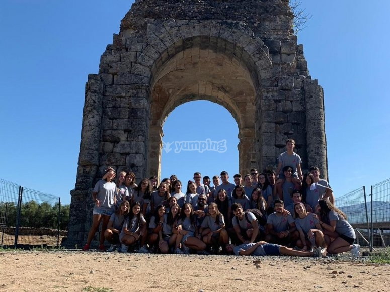 Visitando monumentos con el campamento