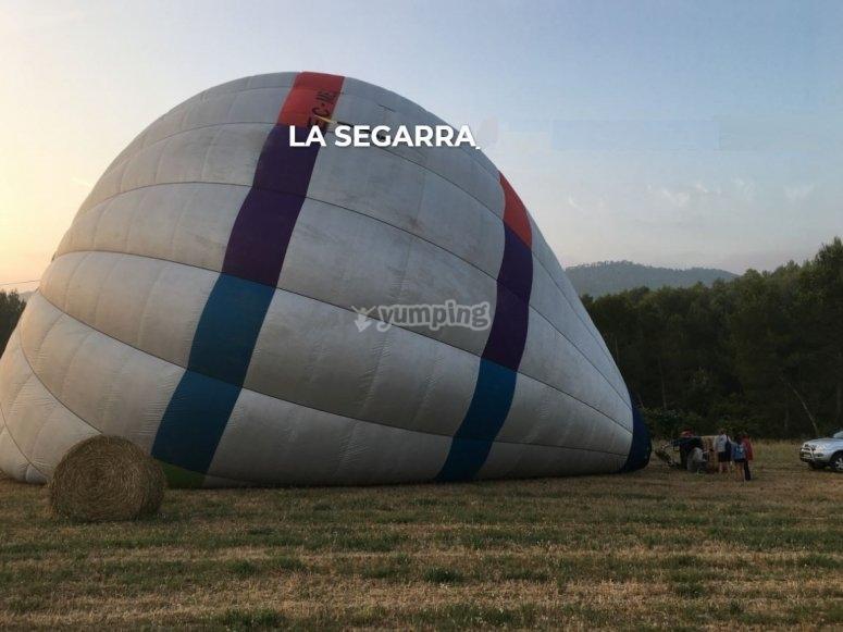 在拉塞加拉上空乘气球飞行