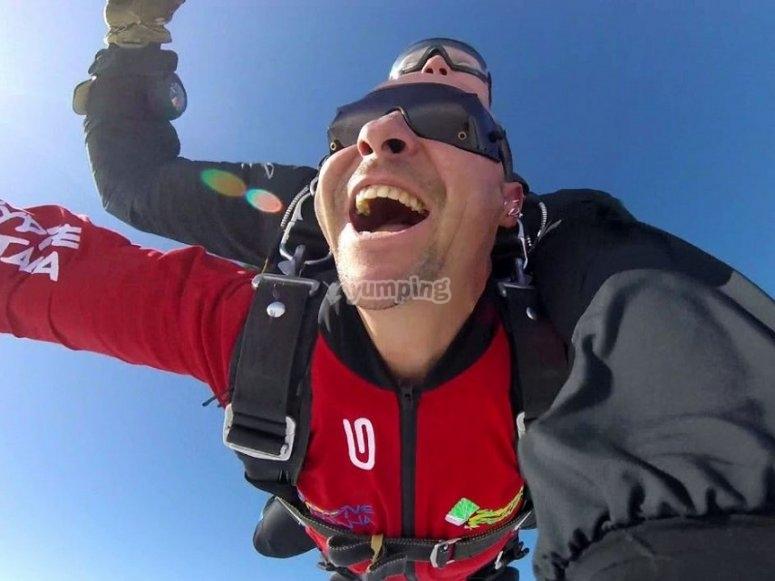Durante el salto en paracaídas