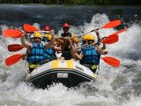 Teaming up rafting
