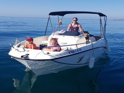 Paseo en barco y aperitivo costa de Estepona 1 h