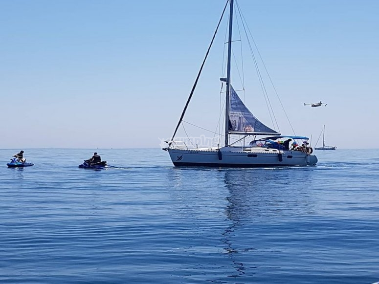Navegando en Estepona durante la despedida de soltero
