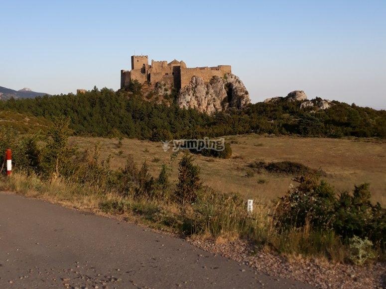 Caminando hacia la fortaleza de Loarre