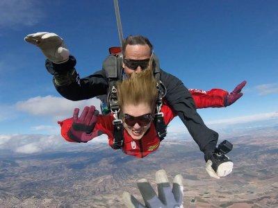 Salto en paracaídas en pareja y vídeo en Requena