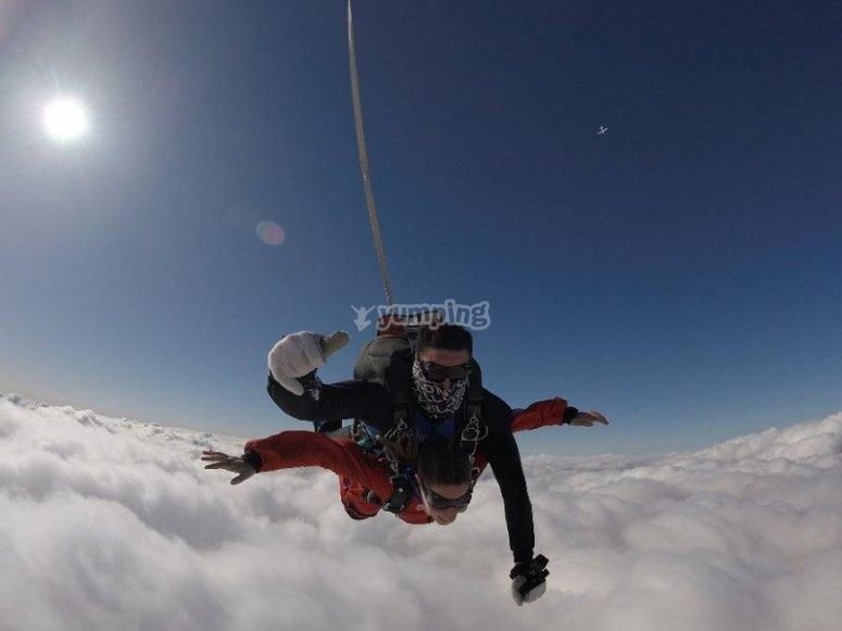 Con el paracaídas desplegado