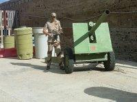 Soldado con arma de airsoft