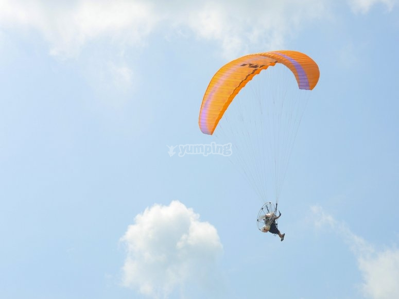 Paramotore durante il volo