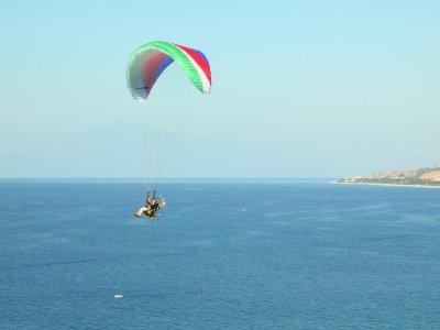 Volo in paramotore in tandem sulla spiaggia di Macenas 30 min