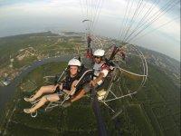 Volo di paramotore attraverso Garrucha
