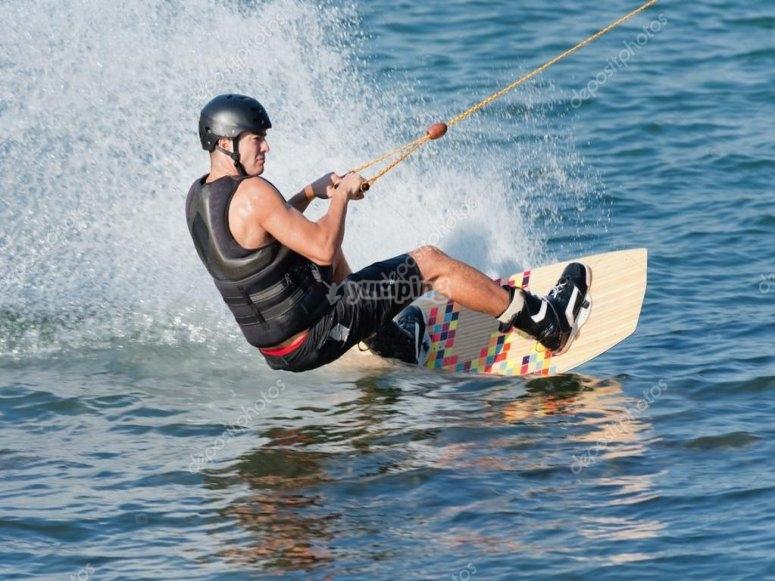 Arrastrado en la tabla de wakeboard