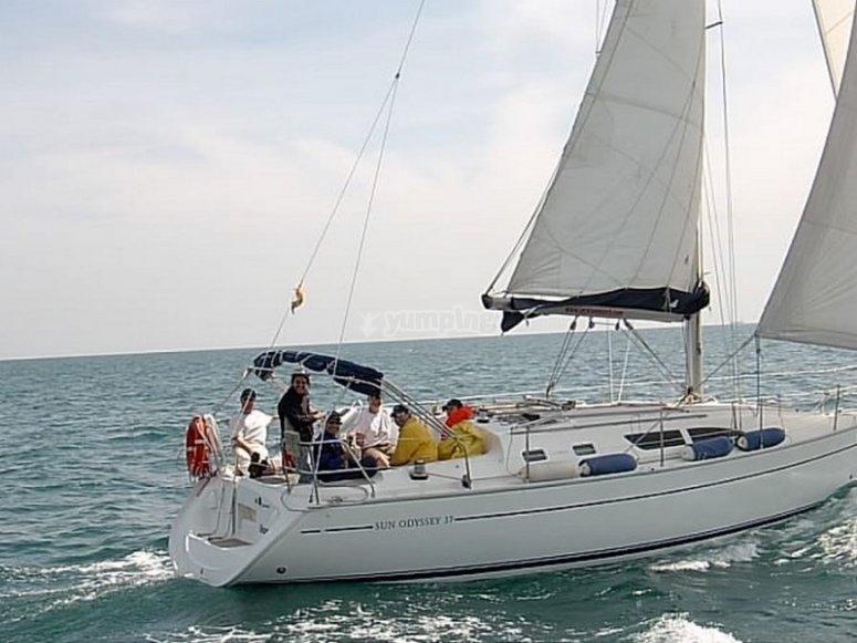 El equipo en su velero