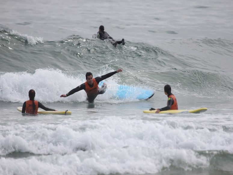 Cadere in acqua dalla tavola da surf