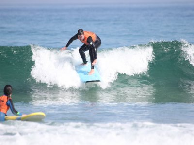 Surf lesson and complete material in Barreiros 2 h
