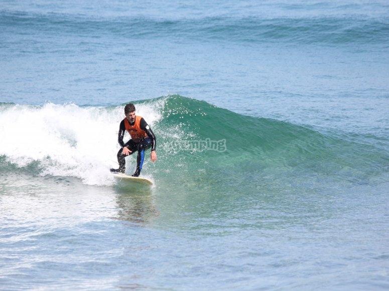 Studente della scuola di surf