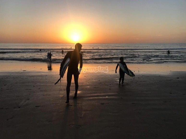 完美的日落冲浪