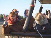 Saludando desde la cesta del globo