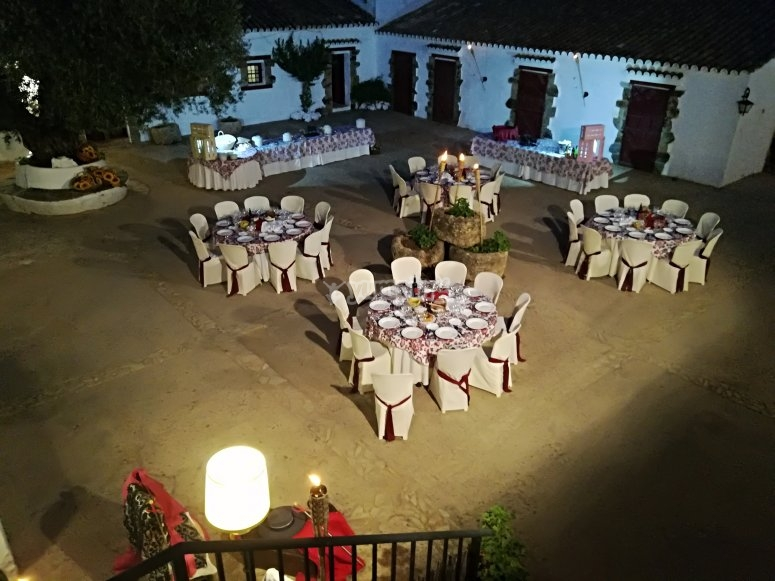 Cena en el patio