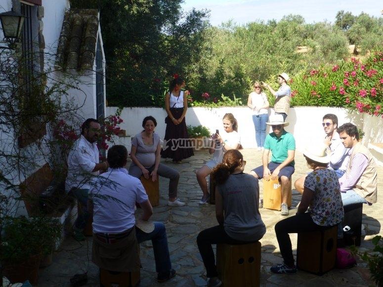 Aprendiendo a tocar la caja flamenca
