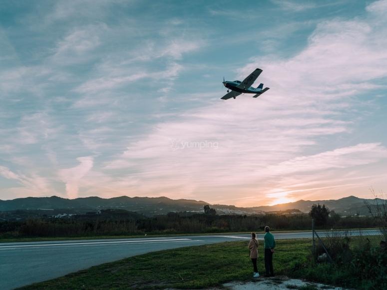 Capovolgimento dell'aereo sopra l'aeroporto