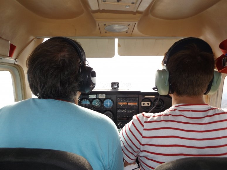 Accanto al pilota in cabina di pilotaggio