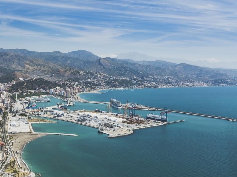 Vista panoramica della costa di Malaga dall'aereo