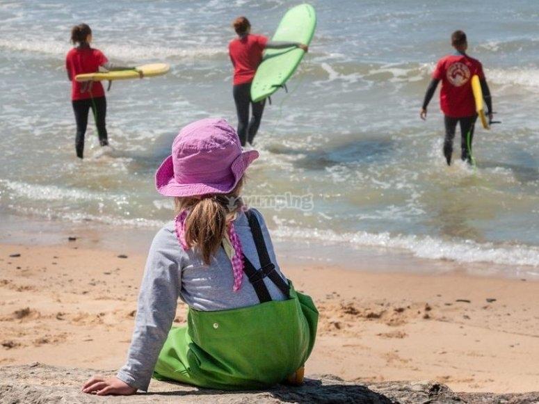 Dispuestos a coger las olas tarifeñas