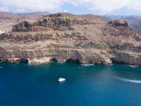 莫干山在大西洋海岸航行在Playa de Taurito的莫干山