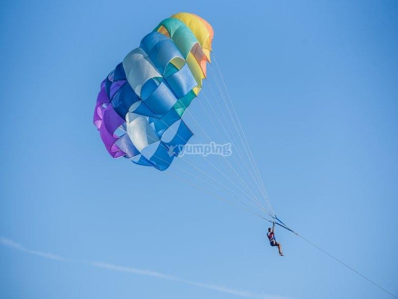 Vuelo en parasailing en la Costa Brava