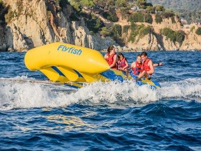 Parasailing y banana boat o slyder playa de Fenals