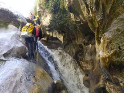 Ruta de barranquismo en río Paterna 3h30min
