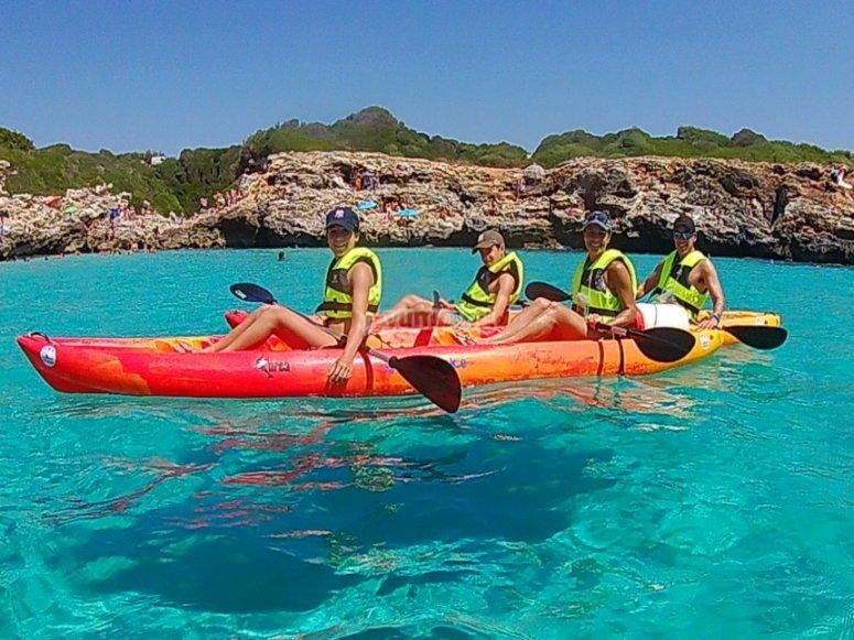 Disfrutando del kayak en familia