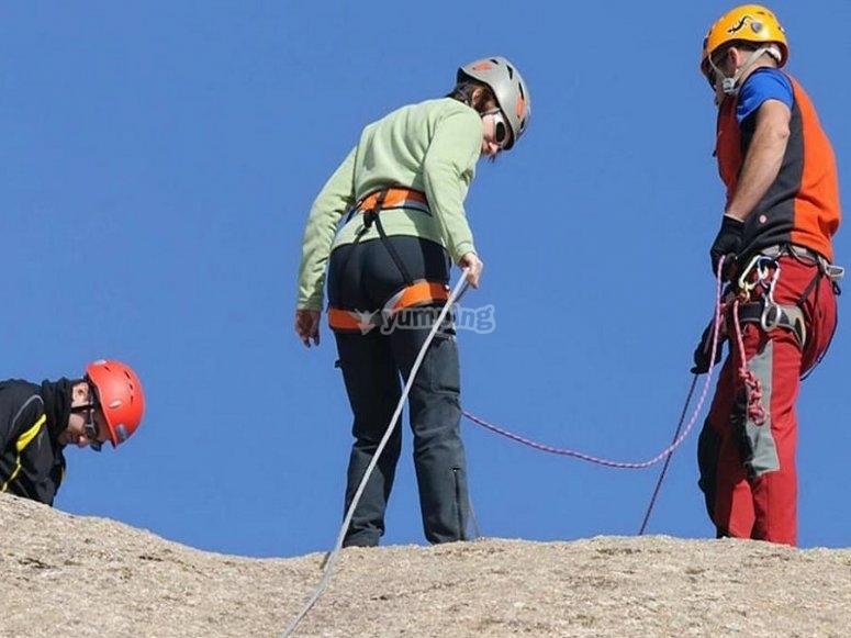 Pratica pratica della discesa in corda doppia