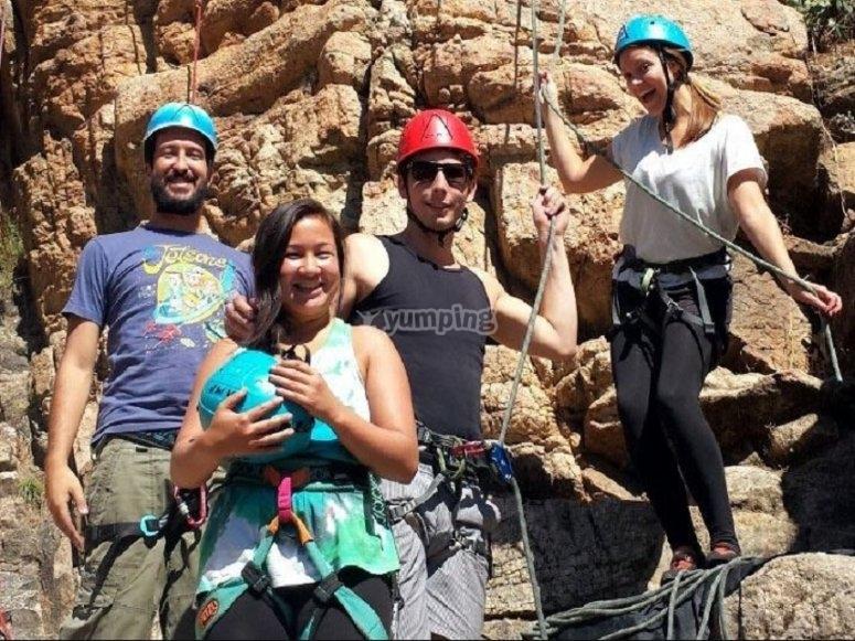 Attrezzatura per discesa in corda doppia e arrampicata