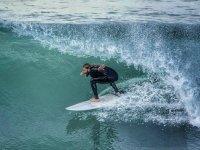 Tubo surfeando
