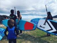 Alumnos de paddle surf