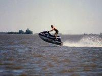 salto en moto de agua
