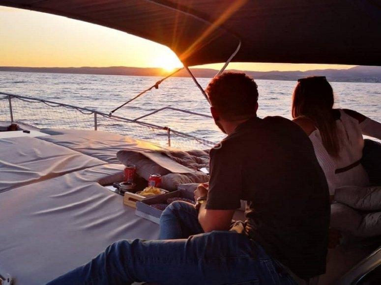 Paseo en barco por la costa