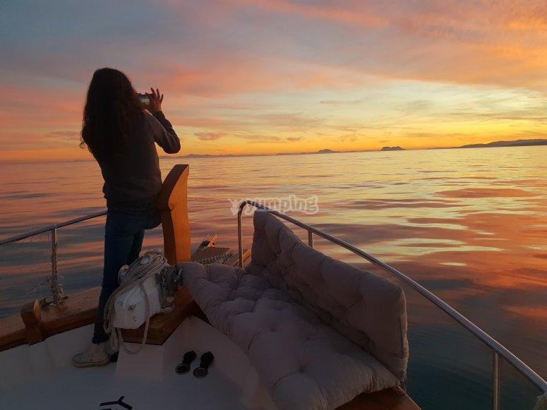 从船上拍摄日落