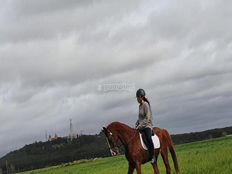 Cavalcando il cavallo al centro