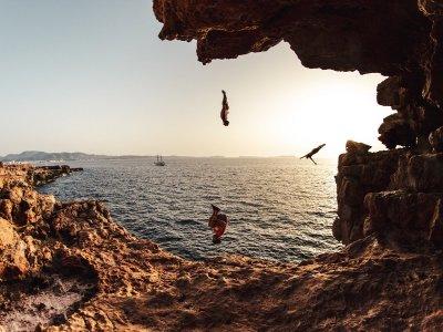在伊维萨岛的过山车和浮潜2小时