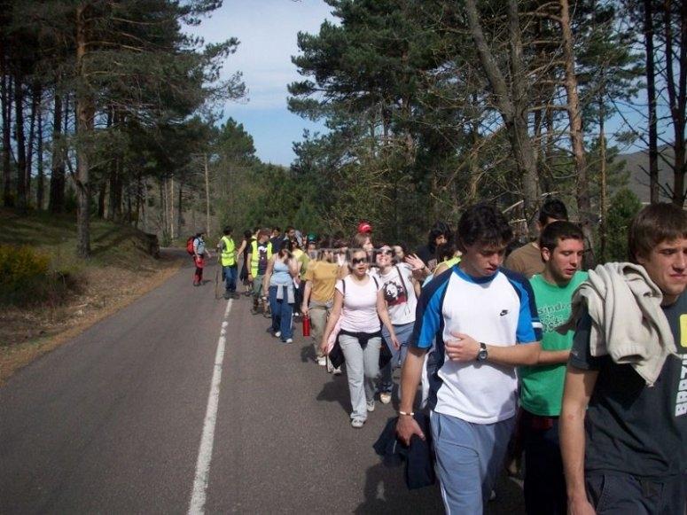 Los participantes caminando