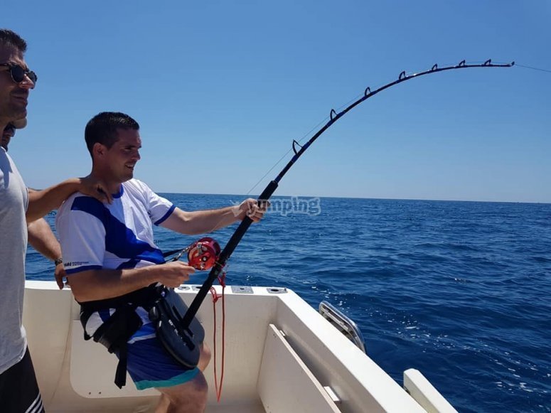 Compartiendo conocimientos de pesca durante la jornada