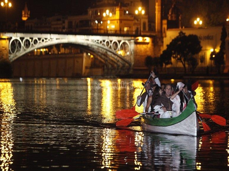 A bordo de la canoa de ruta por la noche
