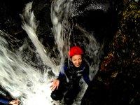 Aspettando sotto la cascata
