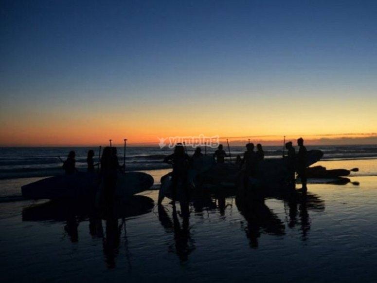 黄昏桨冲浪